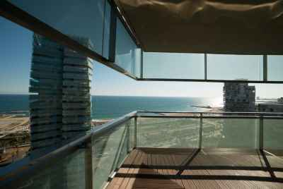 Exclusive apartment with a sea view and a swimming pool in Barcelona